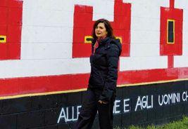 """Laura Boldrini a Niguarda davanti al murale dei partigiani """"Tutti i gruppi neofascisti vanno immediatamente sciolti"""""""