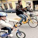 Ciak all'Isola: cercansi comparse in bici