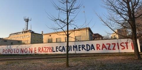 Scritte contro la Lega sui muri di via Bellerio