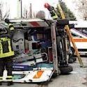 Testi: tre feriti nello scontro tra ambulanza e auto