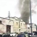 Ex Manifattura Tabacchi Incendio con un'alta colonna di fumo nero
